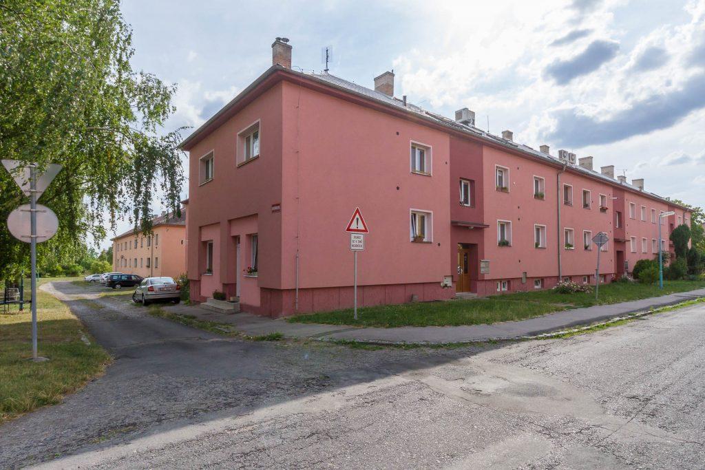 Prodej bytu 68m2 + 2 sklepy 60m2 Dukelská Milovice