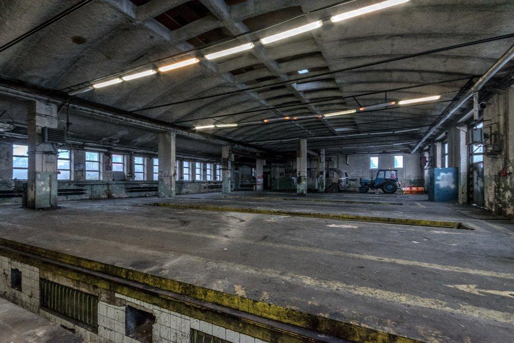 Pronájem výrobní haly s montážními jámamy 640 m2