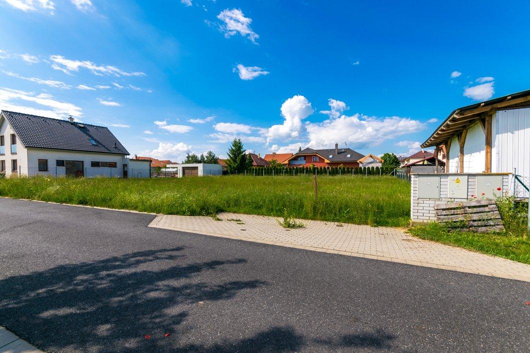Rezervováno – Prodej stavebního pozemku 1009 m2, Velký Osek