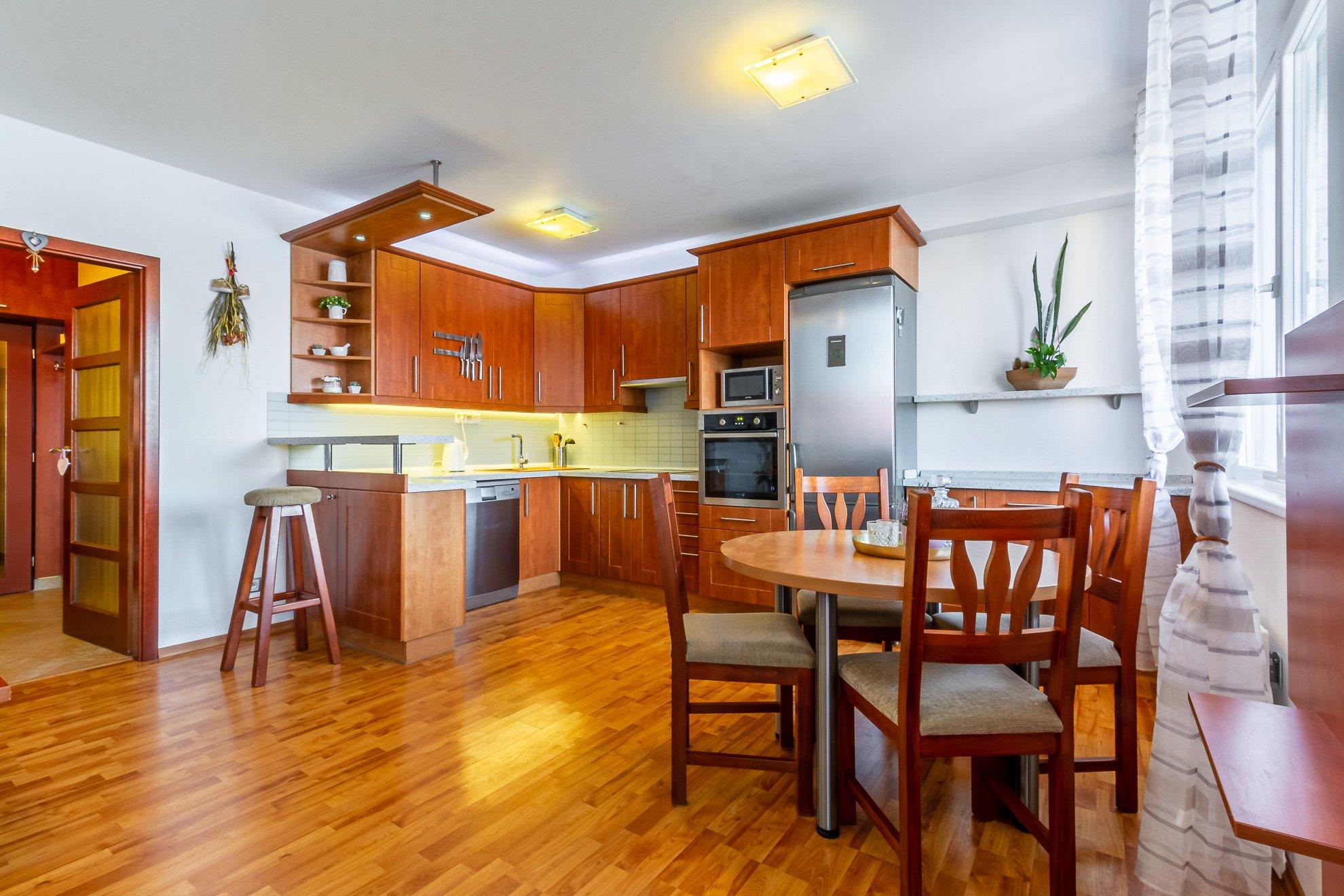 Rezervováno – Prodej bytu 3kk 90 m2 s lodžií 5m2 (mezonet)