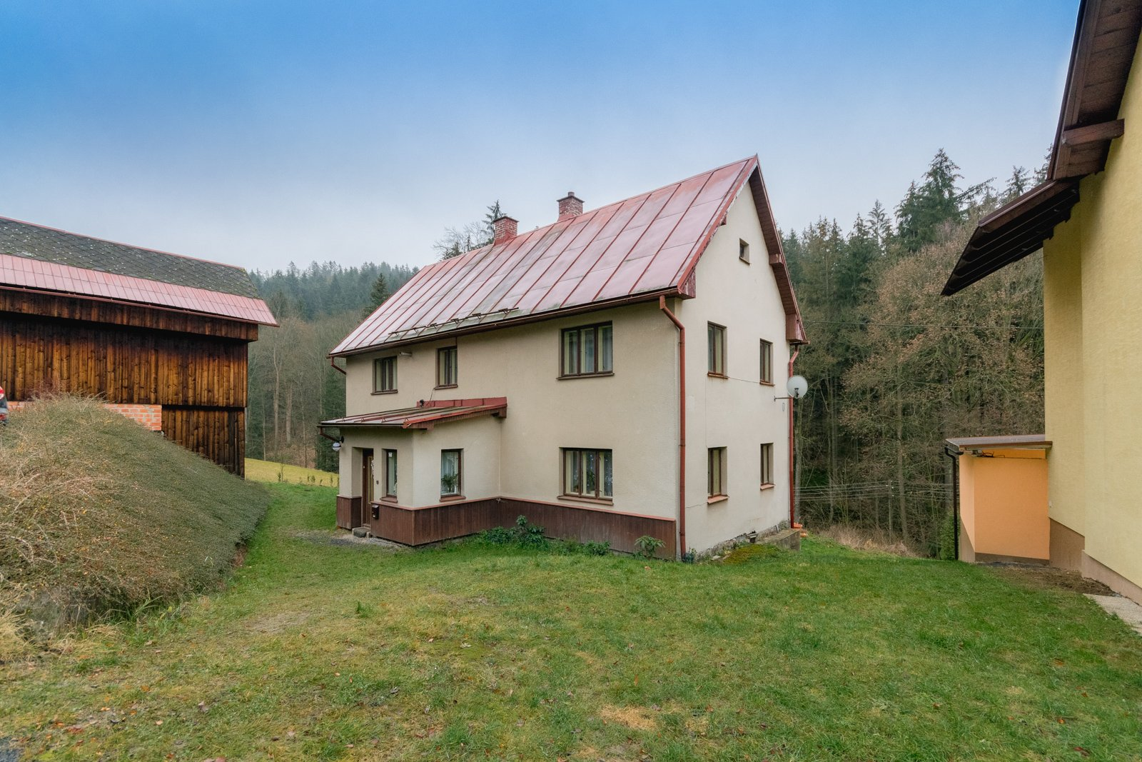 Rezervováno – Prodej rodinného domu 260 m2 se stodolou