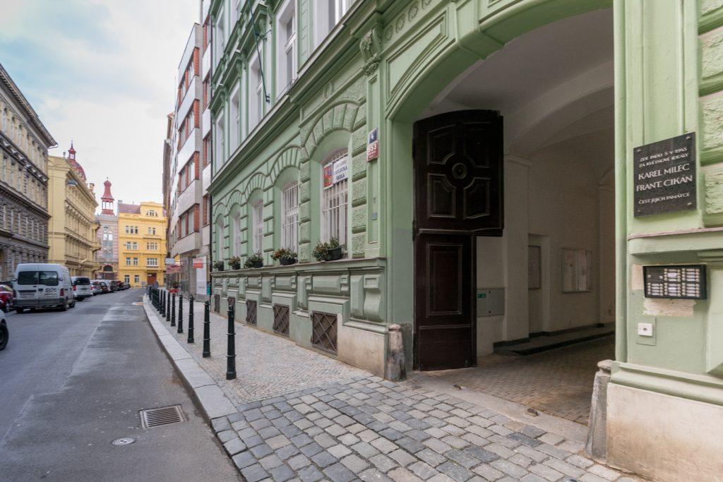 Pronájem bytu 2+1 o velikosti 78 m2 s možností parkování, Praha 1